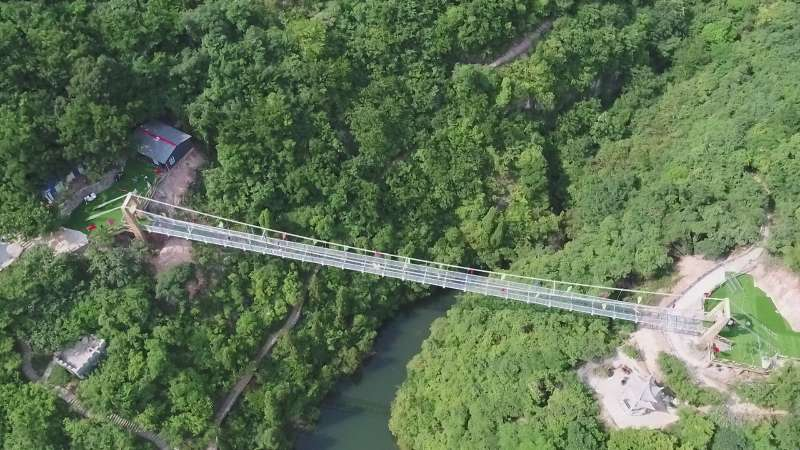 高空玻璃吊桥4.jpg