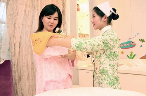 重庆月子中心美福月月子护理