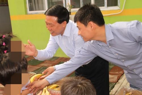 邯郸市副市长宋仁堂带领市残联、民政局、教育局、人社局等相关部门负责人,来我校对自闭症儿童进行了慰问。|365滚球怎么提前结束-365滚球数据 接口_365滚球怎么提前结束_365滚球盘盈利