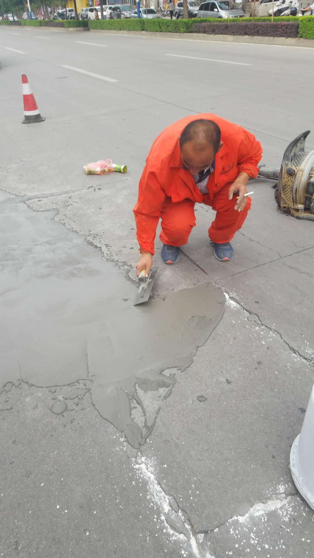 南陽市政工程總公司采用公司生產的水泥路面超薄、快凝、高強修補沙漿修復南陽市工業北路破損水泥路面已經受半年多考驗!|成功案例-河南邦士富科技有限公司