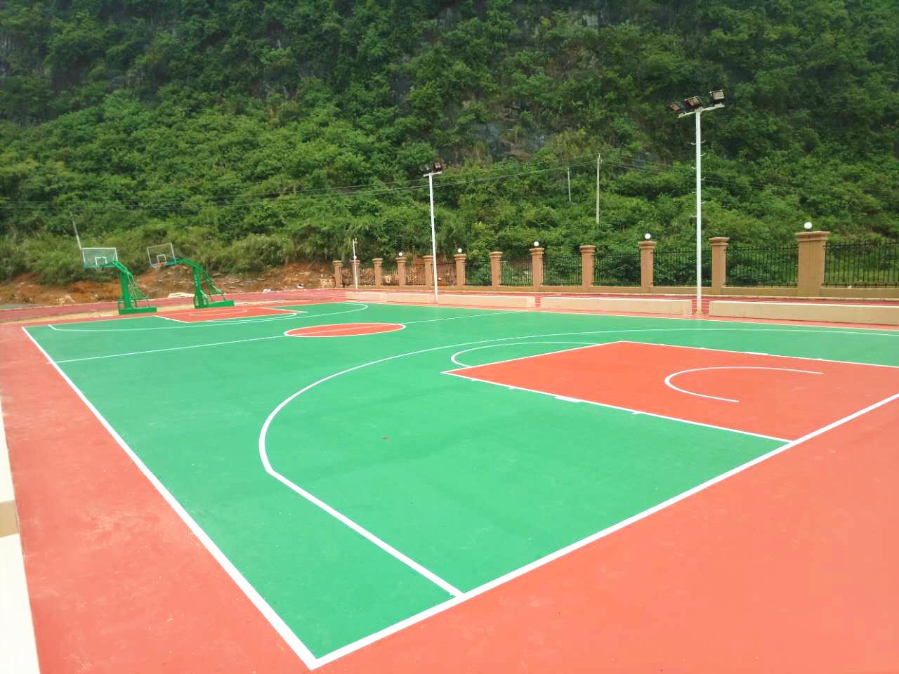 广西硅PU篮球场施工