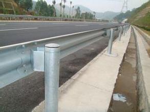 高速護欄板|圍欄網系列-廣西卓歐金屬制品有限公司