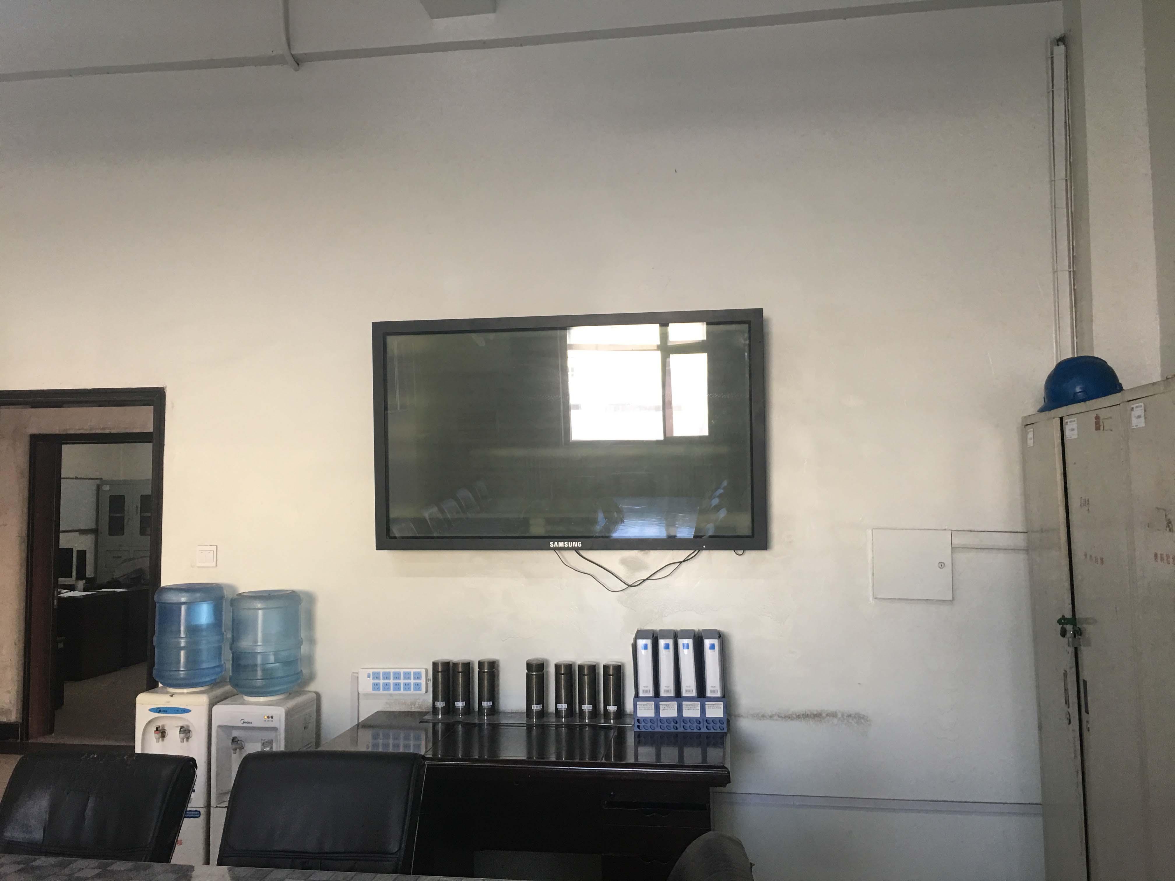 檢修班組配置的55液晶電視.jpg